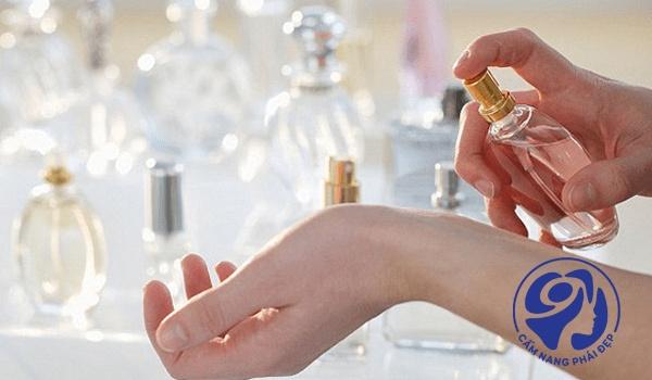 Hướng dẫn chọn mua nước hoa nữ phù hợp với bạn