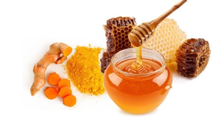 Công thức loại bỏ mụn với nghệ và mật ong