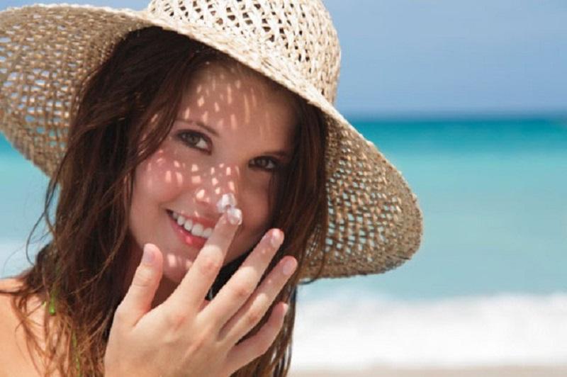 tránh nắng khi điều trị sẹo