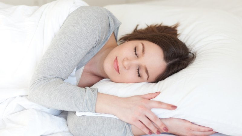 ngủ đủ giấc giảm thâm quầng mắt