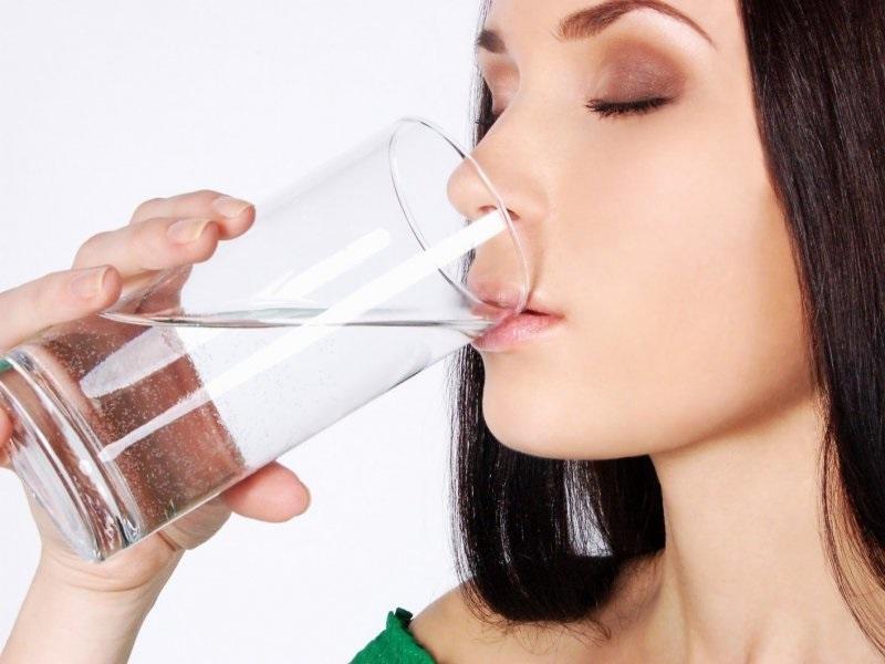 uống nước giảm nếp nhăn