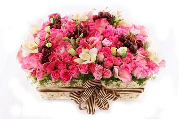 Giỏ hoa hồng đẹp thích hợp làm quà tặng cho doanh nhân nữ